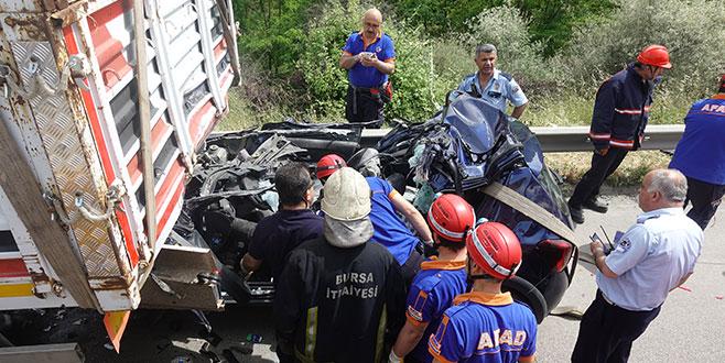 Park halindeki TIR'ın altına girdi: 1 ölü