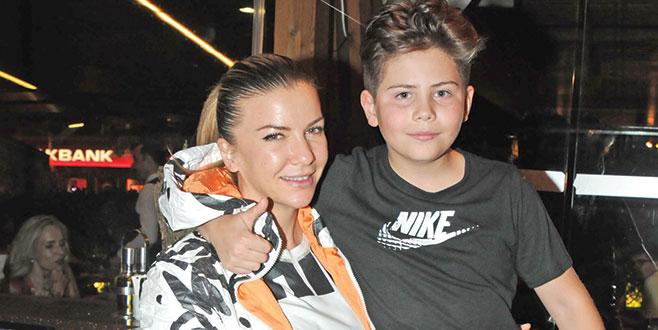 Ivana Sert oğluyla başbaşa