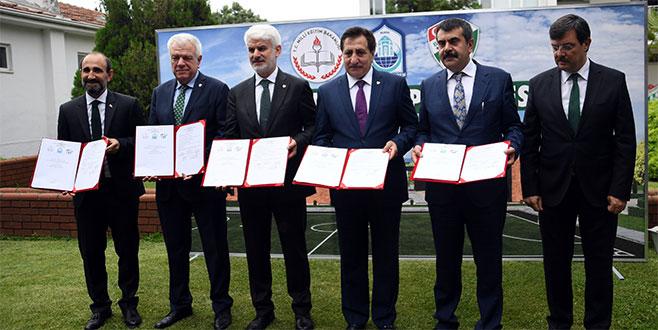 Bursa'ya yeni yapılacak olan spor lisesi projesinde imzalar atıldı