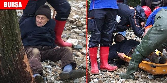 Sel nedeniyle mahsur kaldı! Polisi arayıp yardım istedi...