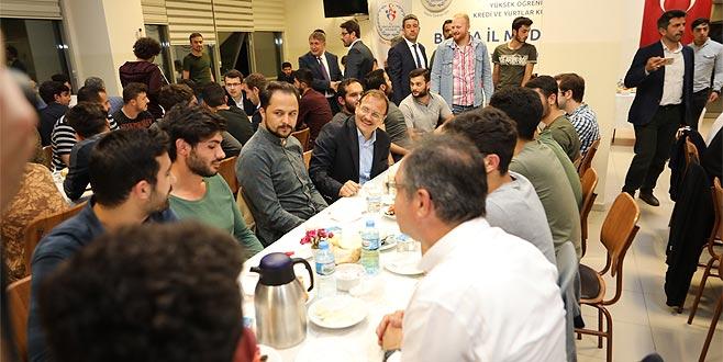 Hakan Çavuşoğlu öğrencilerle sahur yaptı