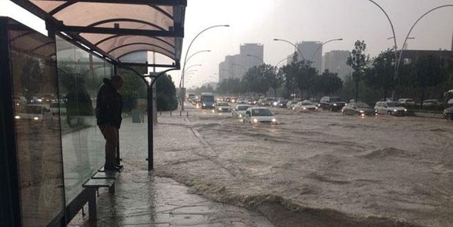 Şiddetli yağış uyarısı: Araçlarınızla dışarı çıkmayın!