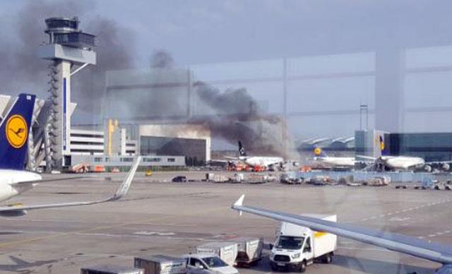 Havalimanında panik anları! Uçakta yangın