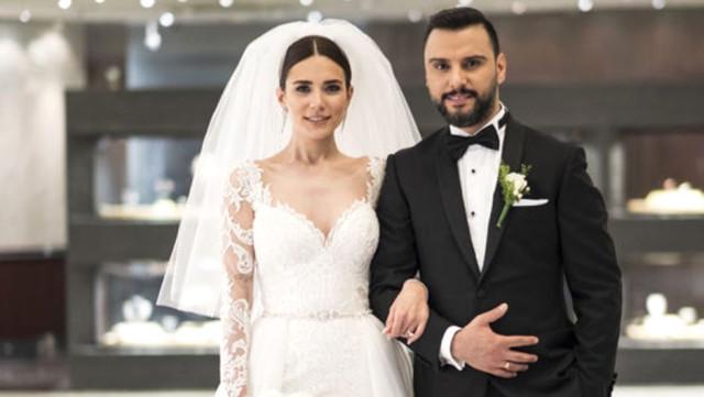 Evlendikten sonra popülerliği artan çifte para yağıyor