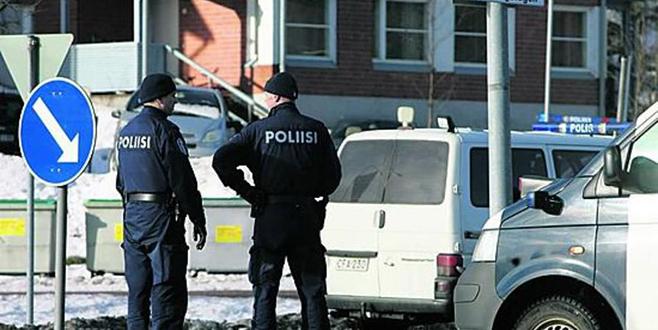 Polis silahlı adamı vurdu