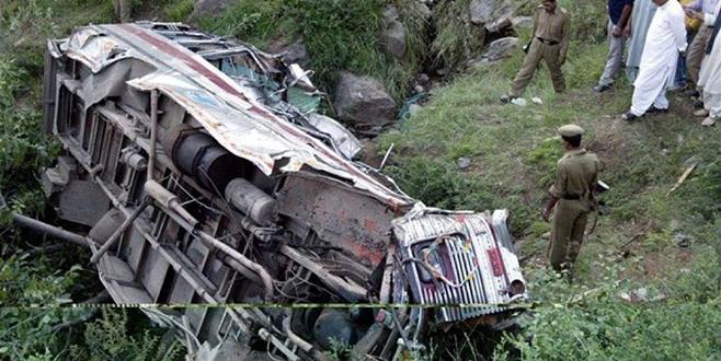 Hindistan'da otobüs faciası: 16 ölü