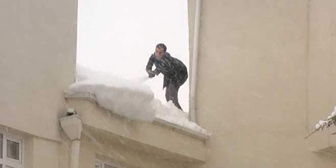 Bursa'da çatıda korkutan temizlik!