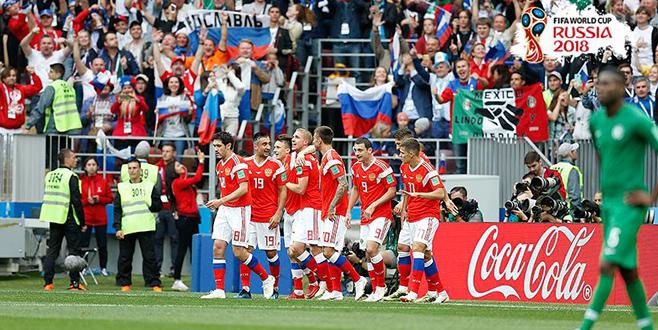 Ev sahibi Rusya Dünya Kupası'na galibiyetle başladı