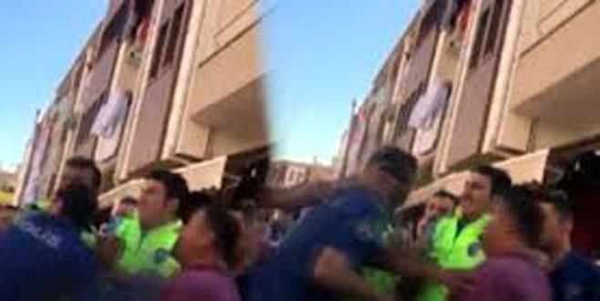 Başkent'in göbeğinde vatandaştan polise tokat!