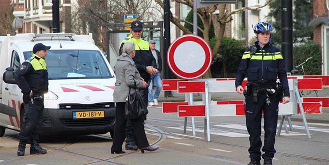 Hollanda'da sürücü, aracıyla grubun arasına daldı