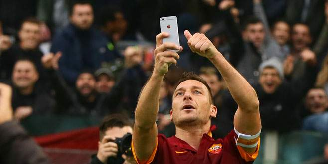 Bak sen şu Totti'ye!