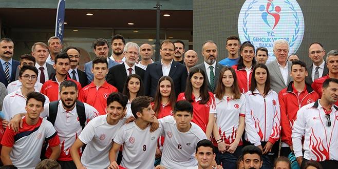 Başbakan Yardımcısı Çavuşoğlu Bursa'da sporcularla buluştu