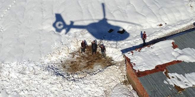 Helitaksi mahsur kalan çobanlar için havalandı