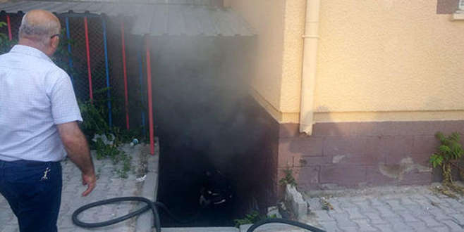 Niğde'de oyların tutulduğu depoda yangın çıktı!
