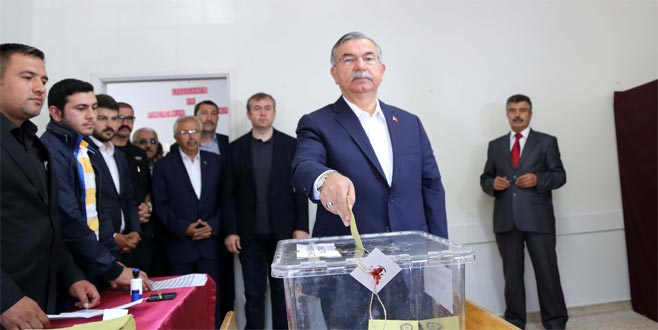 Bakan Yılmaz'ın oy kullandığı sandıktan 'Erdoğan' çıktı