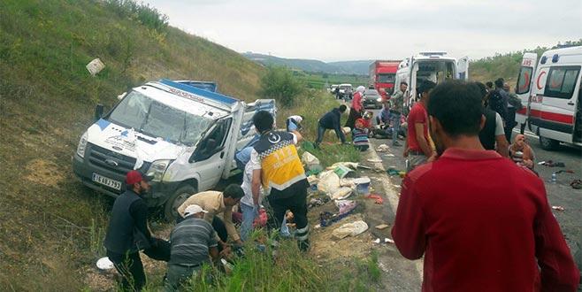 Bursa'da tarım işçilerini taşıyan kamyonet kaza yaptı: Ölü ve yaralılar var