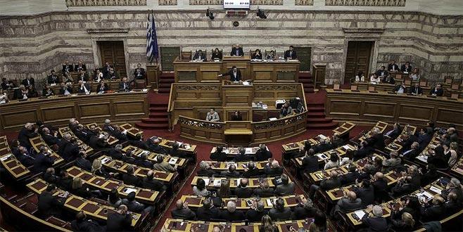 Yunanistan hükümetinde 'Makedonya' istifası