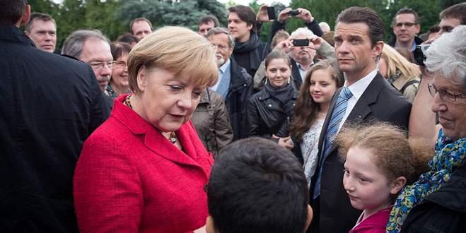 Merkel ırkçılığa  karşı yürüyecek