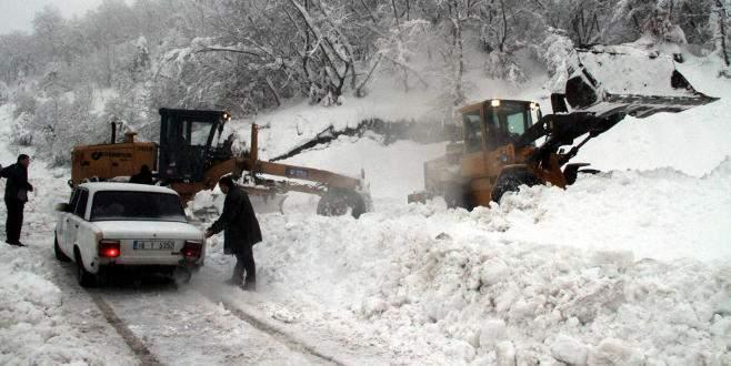Kar İnegöl'de hayatı felç etti!