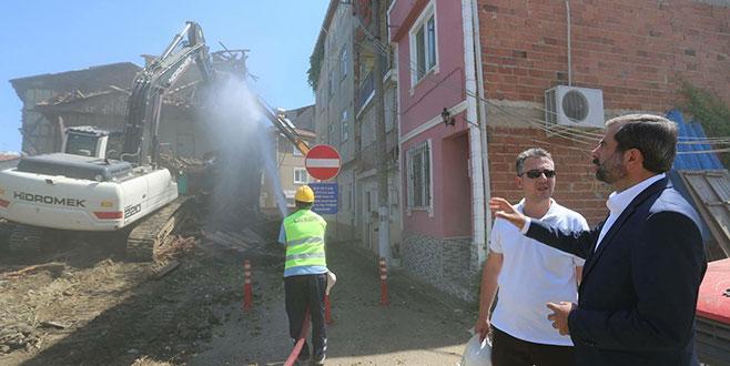 Gürsu'daki metruk binalara yıkım