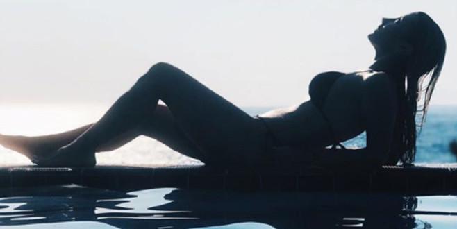 İrem Derici bikinili pozlarıyla sosyal medyayı salladı! 'Ortadan sıkılmış diş macunu'