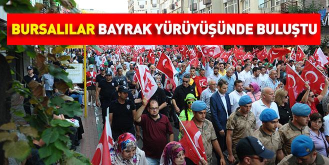 Bursalılar bayrak yürüyüşünde buluştu