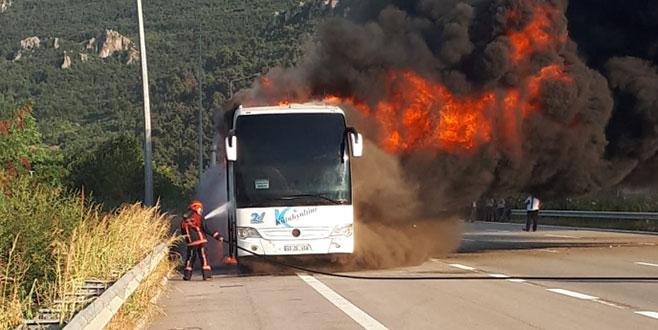 Bursa'da 25 yolculu otobüs alev  aldı