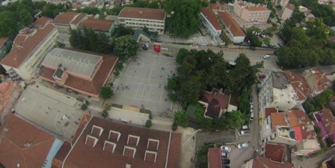 Bursa'da, yıkılan iki tarihi lise yerine yapılacak mı?