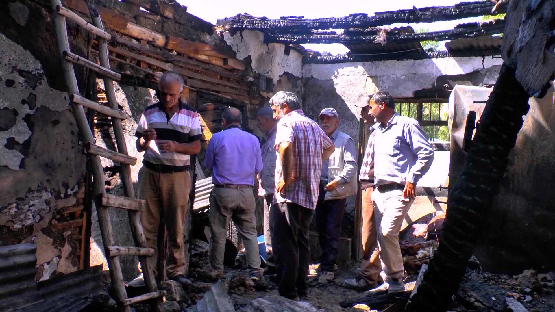 Yangında köylünün evi ve 155 bin lirası kül oldu