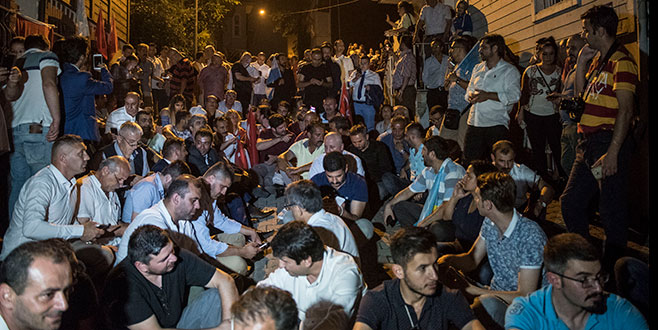 İYİ Partililerden 'Akşener nöbeti'