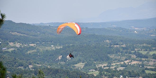 Bursa'da yamaç paraşütü heyecanı