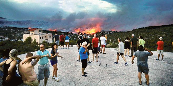 Yunanistan'daki yangında can kaybı arttı!