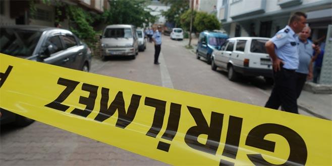5 kişiyi bıçaklayıp kendisini odaya kilitledi