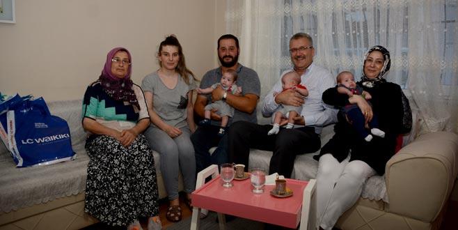 Özkan'dan üçüzlere ziyaret