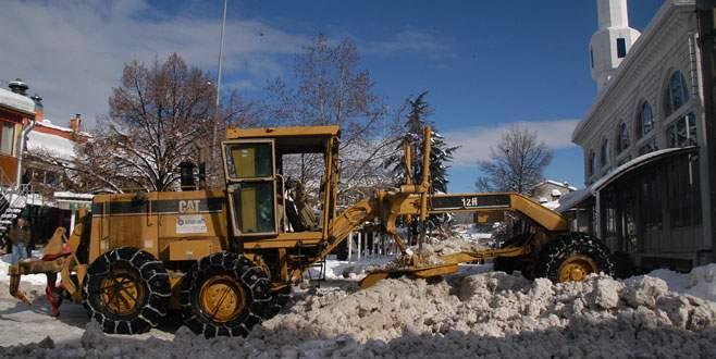 Keles'te kar temizliği