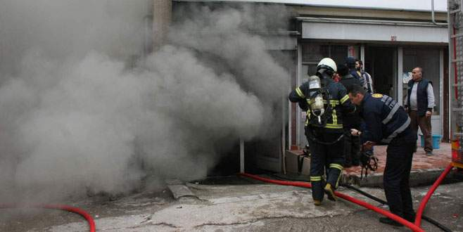 Sıhhi tesisat deposu yandı