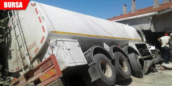 Tanker eve daldı