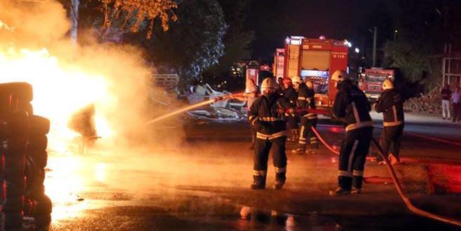 Korku dolu anlar! Patlayan tüpler yangına neden oldu