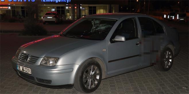 Trafikte tartışma ölümle bitti: Otomobildeki 3 kişiyi bıçakladılar