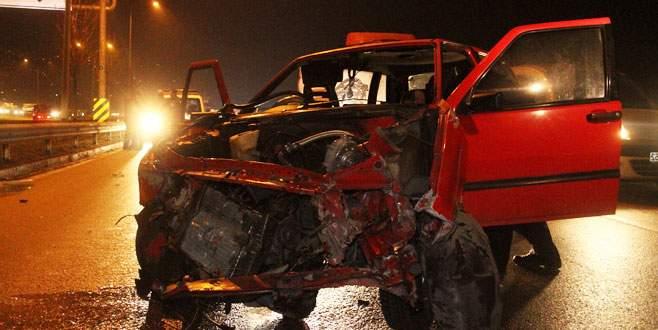 Otomobil kayarak bariyerlere çarptı: 3 yaralı