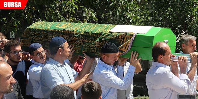 Otobüs kazasında ölen üniversiteli, son yolculuğuna uğurlandı