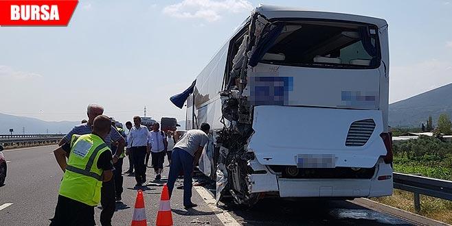 Korkunç kaza! Kamyon yolcu otobüsüne çarptı: Yaralılar var
