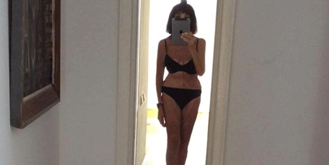 89'luk sanatçıdan bikinili poz