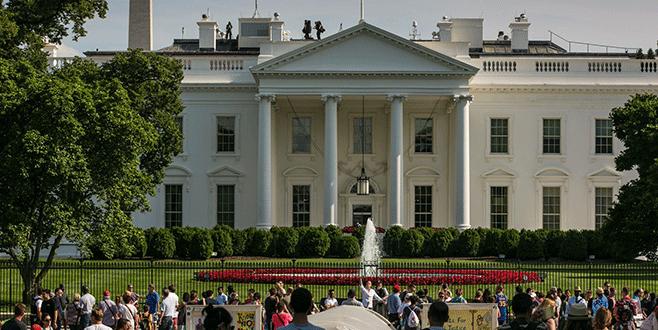 Beyaz Saray'da söz 'beyaz'larda