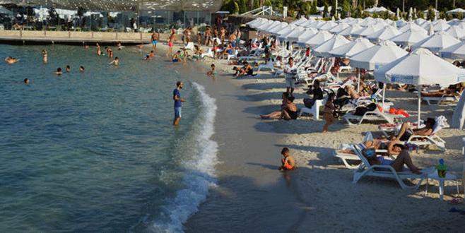 Çeşme bayramda nüfusunun 25 katı misafir ağırlıyor