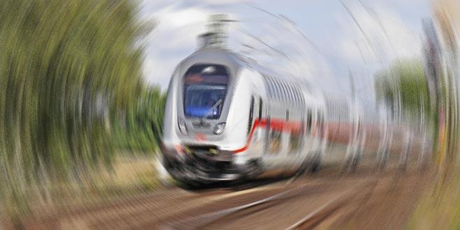 İspanya'da tren raydan çıktı