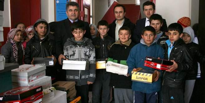 Büyükorhan'da öğrencilerin ayaklarını ısıtan yardım!