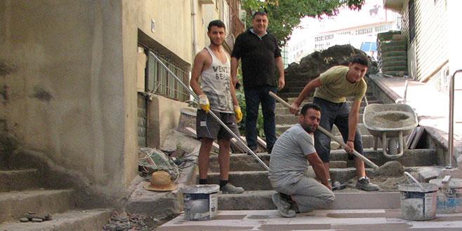 Tehlike yaratan merdivenler yenileniyor