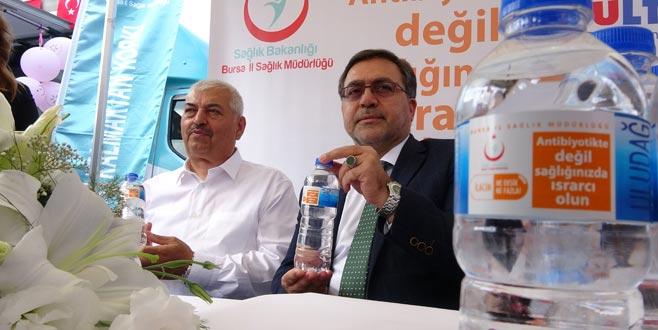 83 milyon su şişesiyle 'akılcı ilaç kullanın' çağrısı