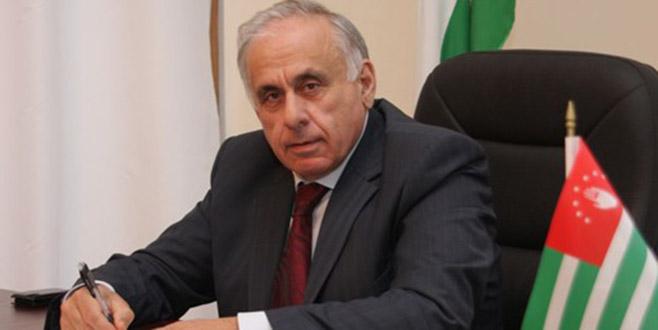 Abhazya Başbakanı Suriye dönüşü kazada öldü